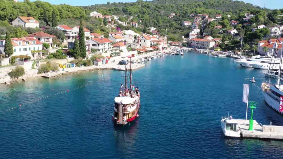 Necujam port island of Solta